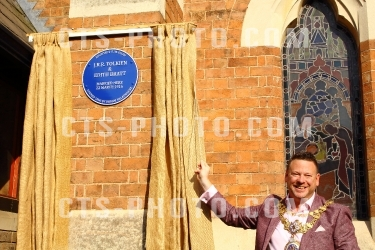 J.R.R Tokien & Edith Bratt - Blue Plaque commemoration in Warwick Warwickshire 6.7.2018